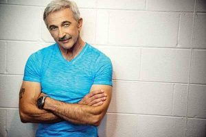 Aaron Tippin to perform May 18 in Cornelia